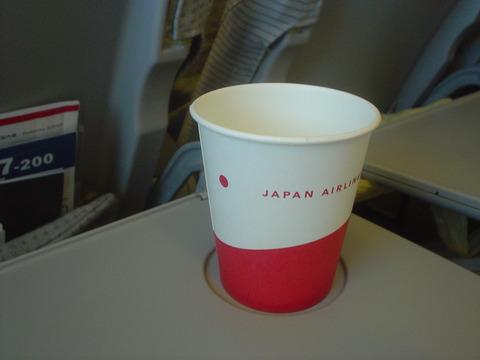 久しぶりにJALの紙コップを見ました