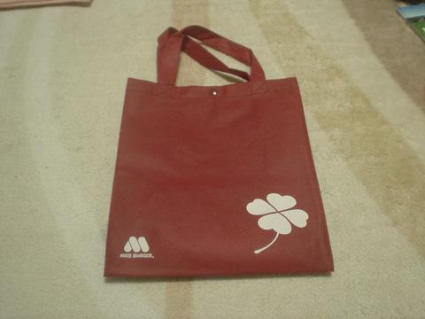 このトートーバッグに入れて売られているモスワイワイ福袋