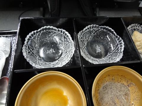 ロゴ付きの硝子の小鉢 実は陶器の小鉢の裏にもロゴがありました