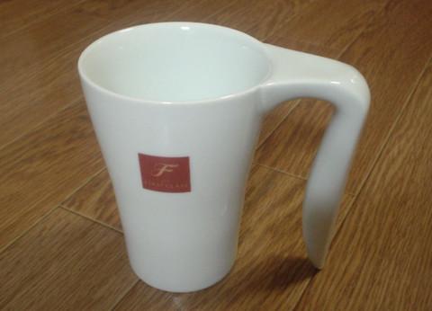 持ち手の大きなカップ どこかで見たような・・・