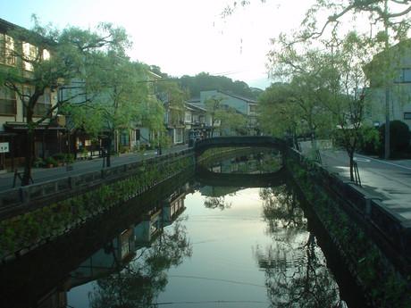 城崎温泉街の中央を流れる大谿川