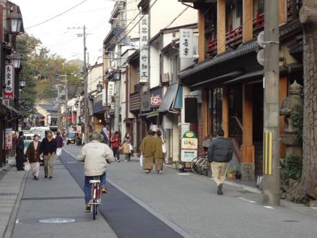 この通りの街並みは完全に昭和です