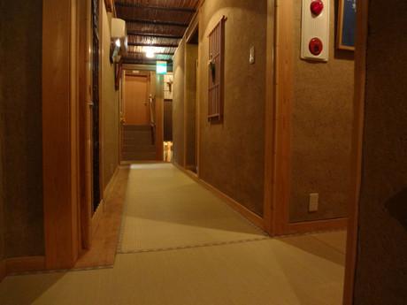 複雑に入り組んだ廊下と階段