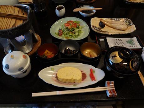 ずらっと並んだ朝食はとても量が多くて食べ切れません