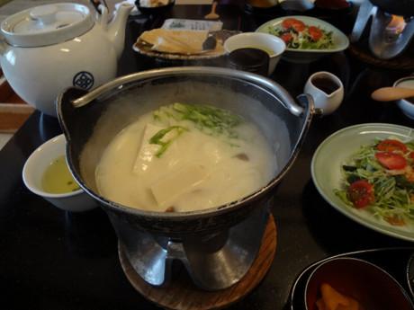豆乳の湯豆腐は湯葉も楽しめます