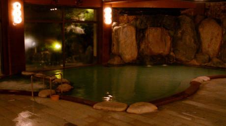大浴場 屋内の岩風呂