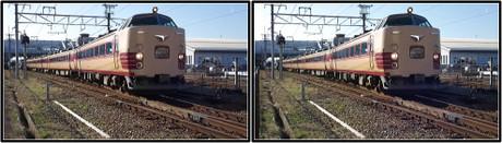 綾部駅を発車する特急はしだて6号(立体写真)