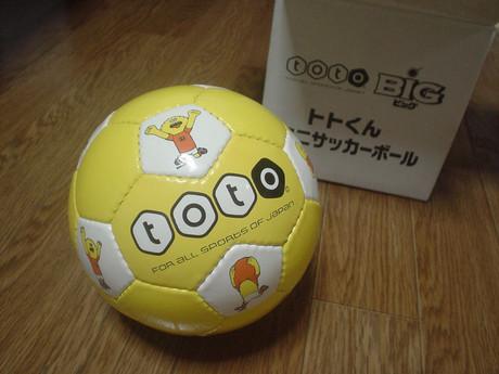 オリジナルデザインのミニサッカーボールです