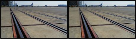 鉄扉のレールが見学のエンドラインです(平行法用立体画像)