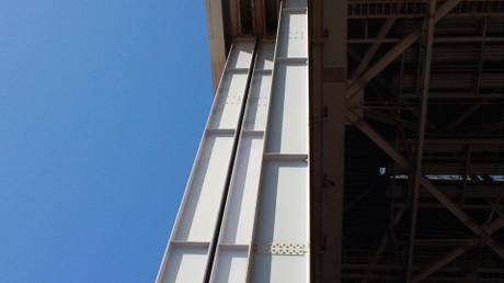 そびえ立つ3枚の鉄扉は合計120トン