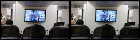鬼教官用のモニターも今日はCAさんの仕事の披露に使われます(平行法用立体画像)