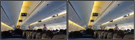 ドリンクサービス中の機内の様子(平行法用立体画像)