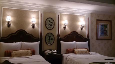 ツインベッドと壁はピーターパン仕様です