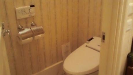 トイレなら隠れミッキーをゆっくり探せるのに・・・