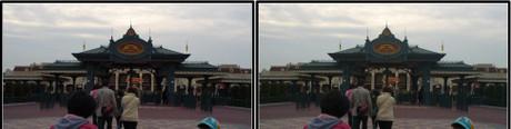 15分早く入園できるハッピー15エントリーのゲート(平行法用立体画像)