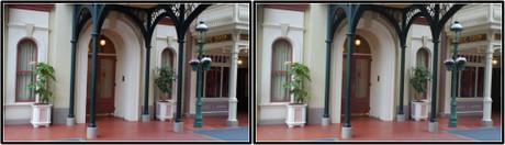 通りから見るClub33の玄関付近(平行法用立体画像)