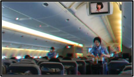 ドリンクサービス中の機内(赤青メガネ用立体画像)