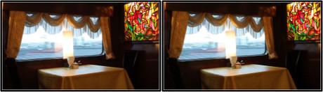 窓の向こうに広がる景色を見ながらの食事はいいですよ(平行法用立体画像)