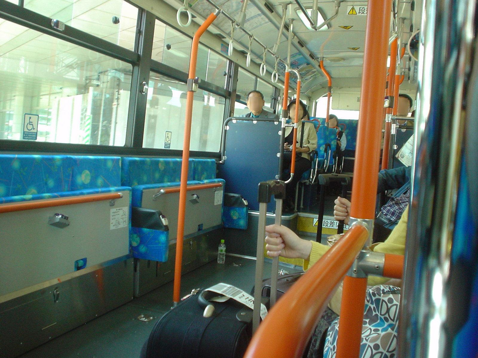 特殊なバスの座席配置