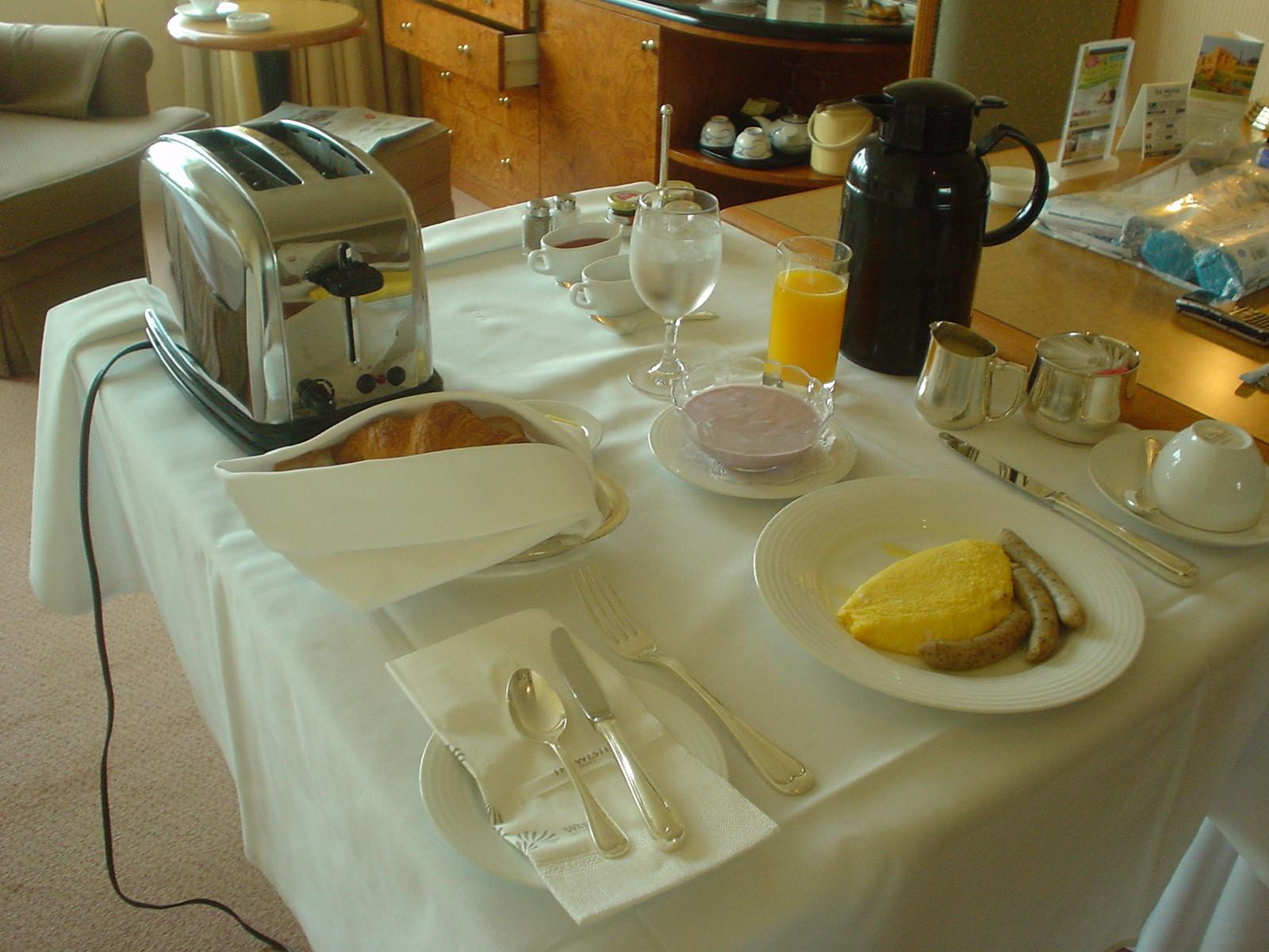 運ばれてきた朝食