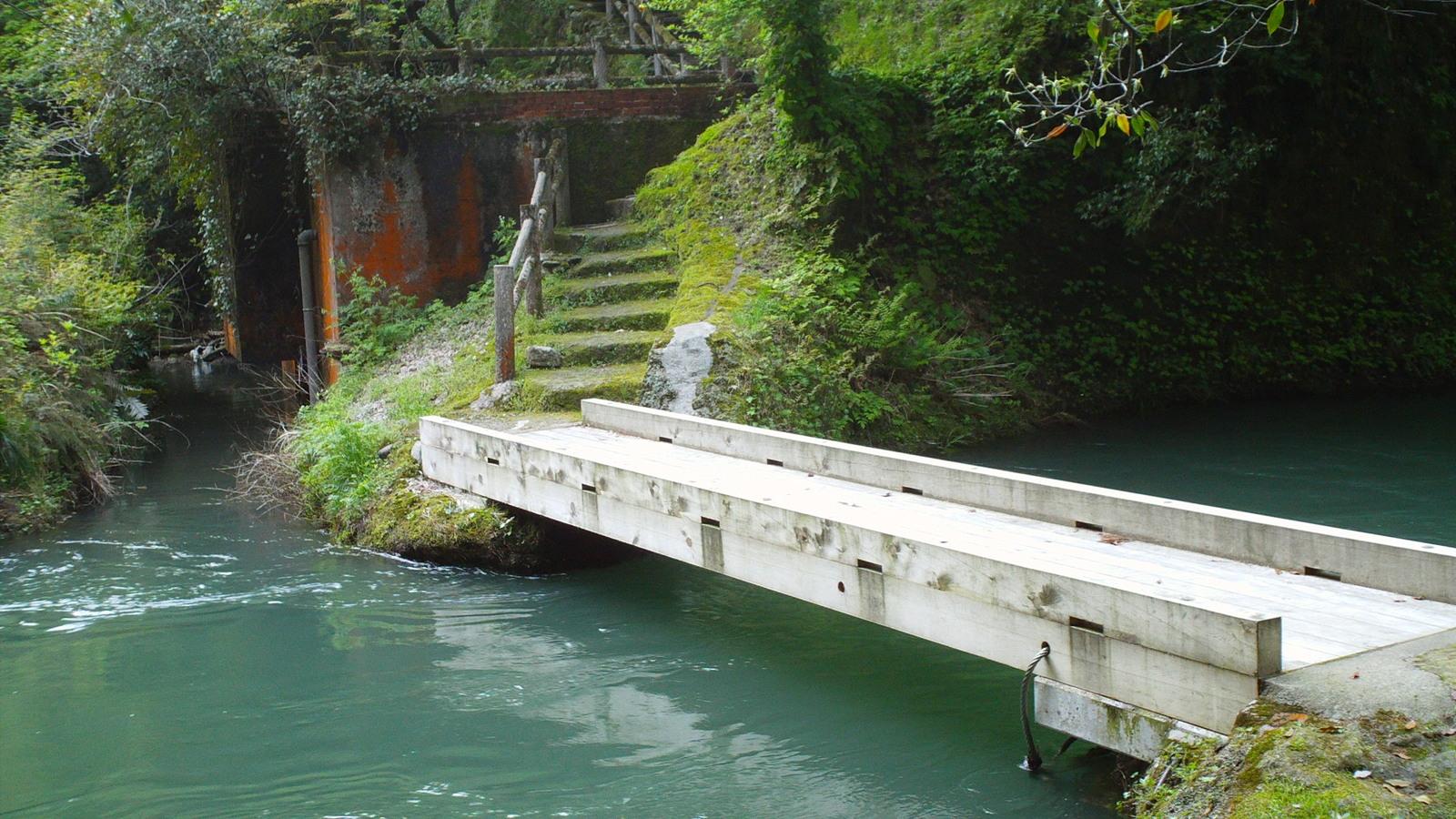 川面に近い流れ橋