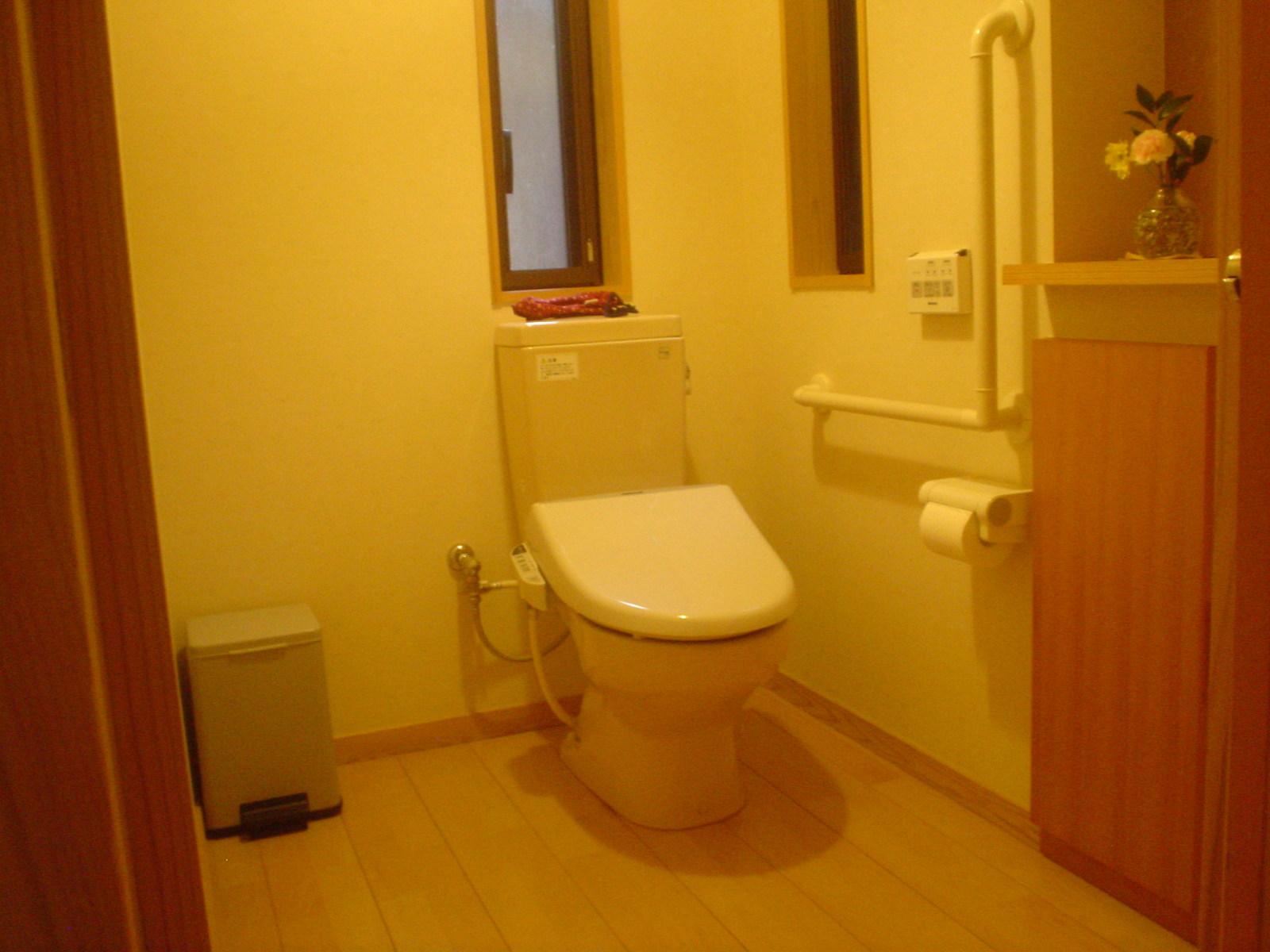 離れ部屋の車椅子に対応したトイレ